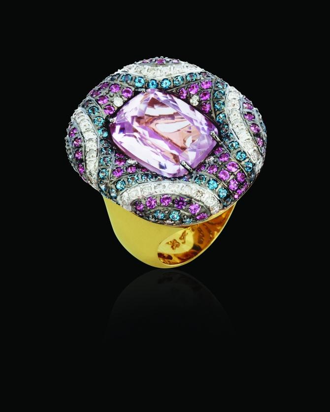 Anel em ouro amarelo 18k com morganita, topázio azul paraíba, topázio rosa e diamante
