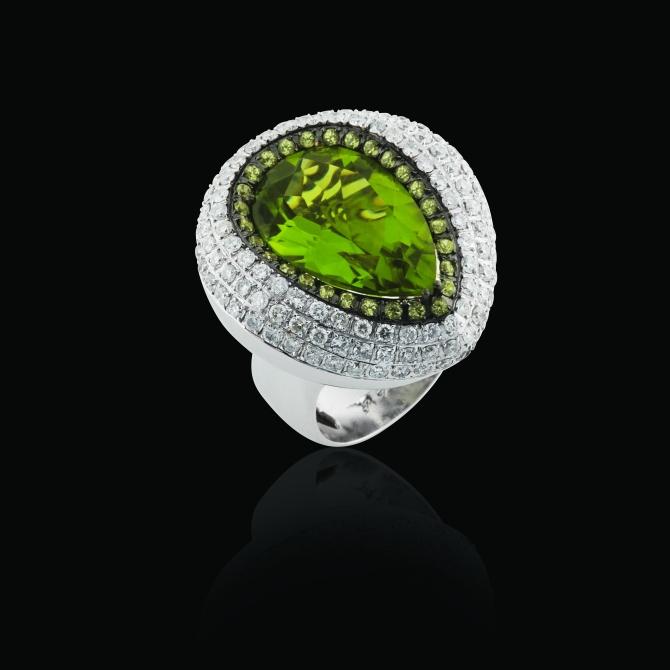 Anel em ouro branco 18k com peridoto, topázio verde e diamante