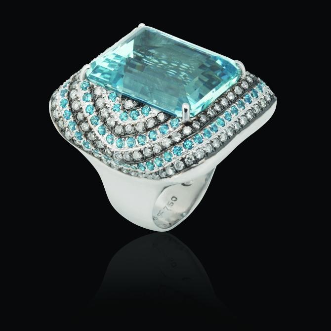 Anel em ouro branco 18k com água marinha, topázio azul paraíba e diamante