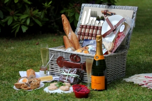 Fitted Hamper with Champagne (Side on)_1