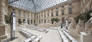 louis-vuitton-women-fall-winter-2017-show-cour-marly--Louis_Vuitton_Women_Show_FW17_Empty_set_1_DI1
